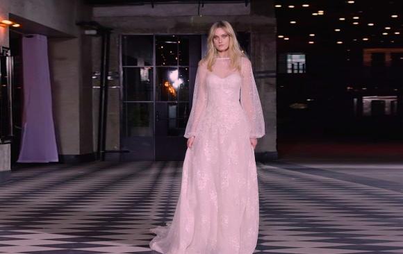 שמלת כלה בגזרת מחוך עם עליונית חופה מנצנצת 190021